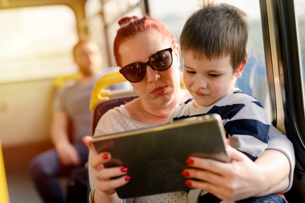 Wyjazd busem z dzieckiem. Jak przygotować malucha na podróż?